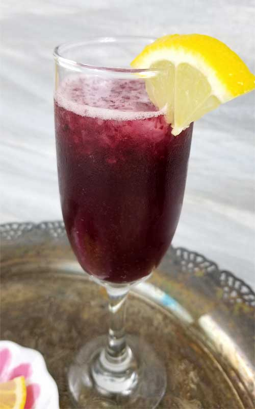 Sweet and tangy. A refreshing lemon twist for our Blueberry Lemonade Bellini makes this very berry bellini a perfect fruity favorite brunch sipper, because well we love sparkling brunch drinks don't we ladies? I know we do.