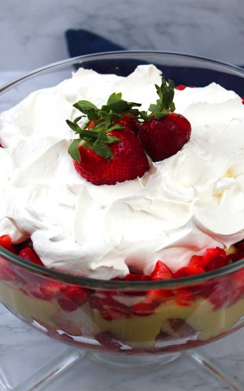 Need something quick and simple, that doesn't take up oven space for a holiday or family gathering? You can't go wrong with a Strawberry Banana Trifle. You don't even need any cooking or baking skills.